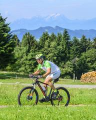 Mountainbiker im Anstieg