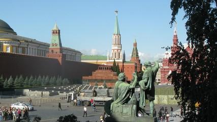 Tourists walk near monument to Minin and Pozharsky