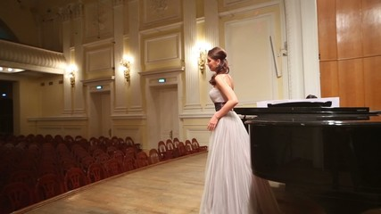 Around review from back woman pianist and opera singer