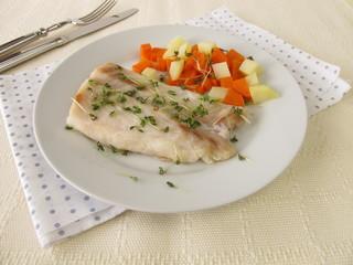 Barsch Filet mit Gemüse und Kresse