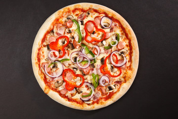 foto tasty italian pizza with mushrooms pepper onion sausage. Black Bedroom Furniture Sets. Home Design Ideas