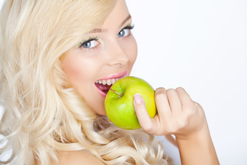 Portrait of beautiful woman with apple