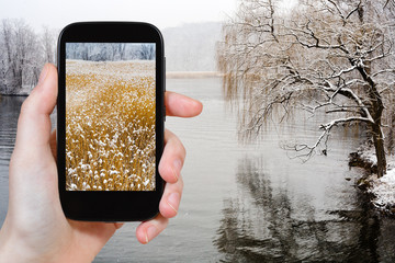 tourist photographs of Hudson river in snowing
