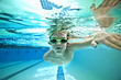 kid swimming laps - 80146272