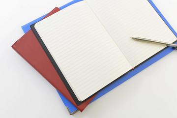 お洒落なノートとペン