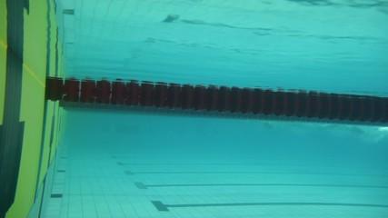 Sportsmen touch border and make u-turn underwater