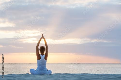 Tuinposter Gymnastiek Caucasian woman practicing yoga at seashore