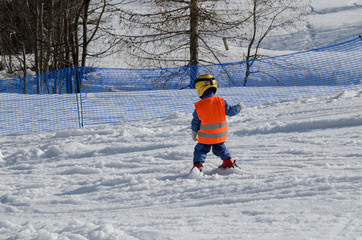 bambino su sci