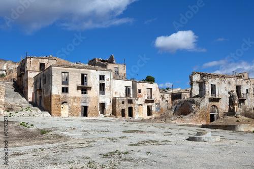 Poggioreale, ghost town in Sicily - 80192271