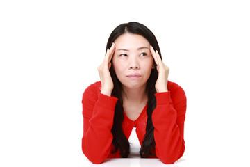 頭が痛い女性