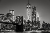 Fototapety New York by night. Brooklyn Bridge, Lower Manhattan – Black an