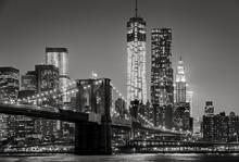 "Постер, картина, фотообои ""New York by night. Brooklyn Bridge, Lower Manhattan – Black an"""