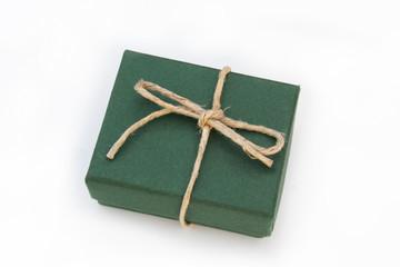 pacco regalo con nastro_ sfondo bianco