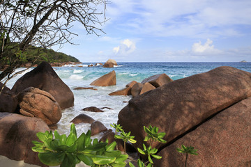 Large granite boulders on the beach of Anse Lazio.
