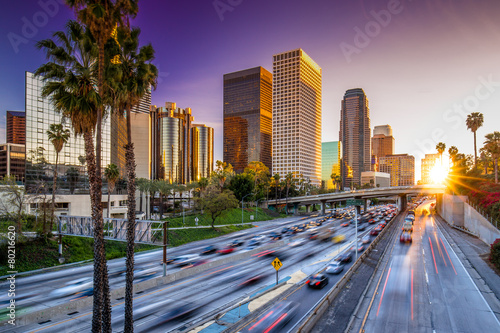Foto op Plexiglas Amerikaanse Plekken Los Angeles downtown skyline sunset buildings highway