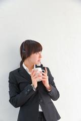 オフィス 女性 コーヒー