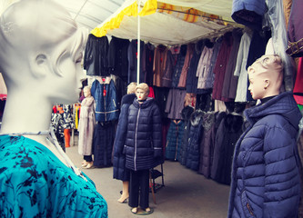 Female mannequins in the clothing market