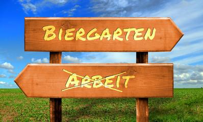 Strassenschild 33 - Biergarten