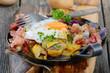 Bauernschmaus mit Bratkartoffeln, Speck und Spiegelei