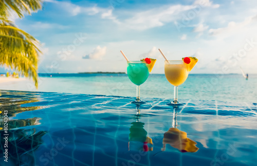 Cocktail near the swimming pool - 80243043