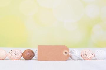 kleine eier mit schild