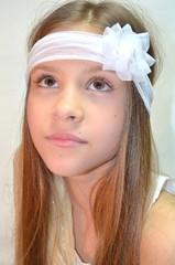 Девочка подросток с прямыми волосами