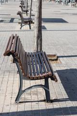 Panchina in metallo con sedile di legno