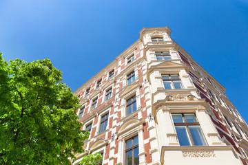 Altbau  - Haus mit Backsteinfassade