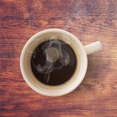 Tasse de café sur fond de bois