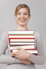 Studentin mit Büchern