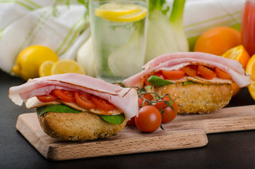 Wholemeal roll with prague ham