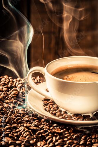 Papiers peints Café en grains Fragrance cup of coffee with roasted grains