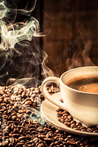 Papiers peints Café en grains Fragrance coffee cup with roasted seeds