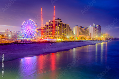 Fotobehang Amusementspark Daytona Beach, Florida, USA beachfront resorts skyline.