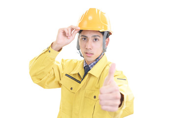 真剣な表情の労働者