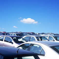 Viele Personenwagen