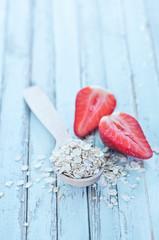 raw oat flakes