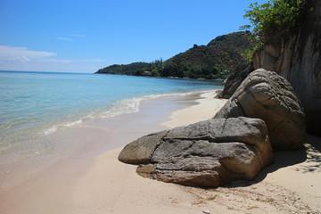 Strand mit Felsen Seychellen