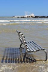 Panchina nel mare