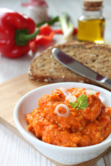 Vegetarischer Brotaufstrich mit Paprika