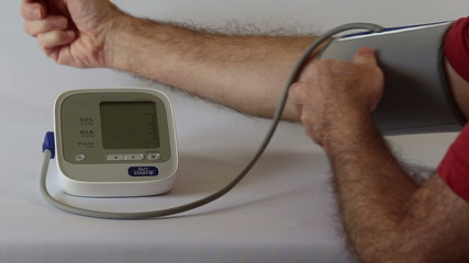 Recording blood pressure with a digital meter