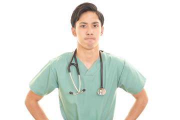 怒った表情の医師