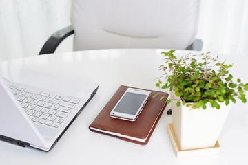 アイフォンとノートとパソコン