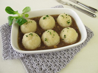 Kartoffelknödel mit Champignon Sauce
