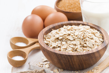 oat flakes and ingredients, close-up