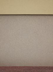 Sanierter Haussockel mit Putz aus Epoxidharz und Feinkies