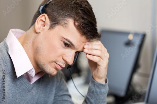 Papiers peints Magasin de musique Tensed Customer Service Representative In Call Center