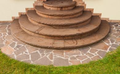 Positive Kegeltreppe aus braunem Buntsandstein mit Imprägnierung