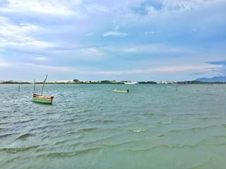 barcos na praia