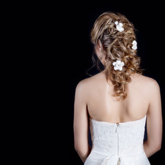 beautiful wedding hairstyle with flowers in her hair